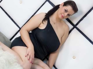 Pam - Webcam live x with this brunet Sexy girl