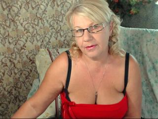 HotSquirtyLady - Sexy live show with sex cam on XloveCam