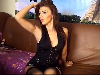 FontaineCorinne - Live cam hot with this muscular physique Young and sexy lady