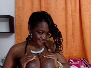 DirtyShortBabe - Show live x with this dark-skinned Horny lady