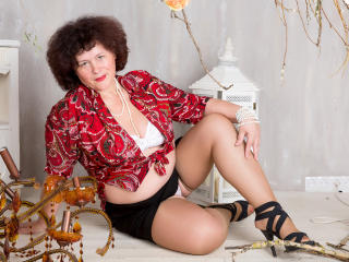 BerryChic - online chat exciting with a reddish-brown hair Hot lady over 35