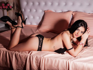 JuicyAssSasha - Sexy live show with sex cam on XloveCam