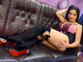 StarrDaysy - Live chat xXx with this black hair Sexy girl
