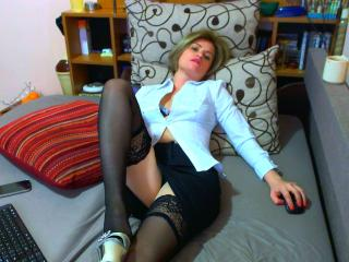 ChatePoilue - online show nude with a slender build Young and sexy lady