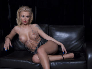 SpicyAlicia - Chat live x with this muscular body Young lady