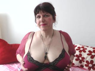 MatureAnais - Webcam live nude with a shaved pussy Sexy mother