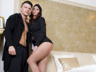 CoupleStarsX - chat online xXx with this Female and male couple