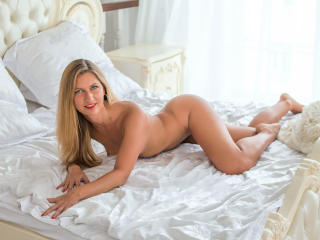 FontainLessons - online chat nude with this European College hotties