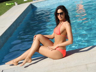 GSarah - online show nude with this well built Girl