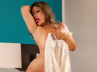 AlisCreamy - Live cam hard with a latin Mature
