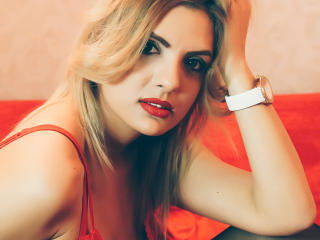 SunnyThalia - Sexy live show with sex cam on XloveCam®