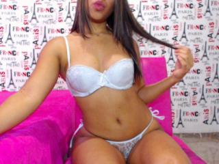 MiaSexySquirt - Sexy live show with sex cam on XloveCam®