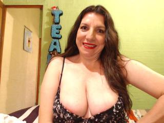 EdnamMature - Webcam live hard with a latin Mature