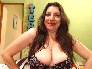 EdnamMature - Chat cam nude with a latin Mature