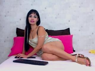 PaprikaxU - Cam sexy with a Attractive woman with regular tits