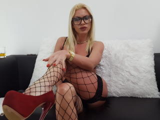 MiaDoll chat anal on webcam