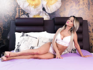 XPlayfulBlondeHot - Sexy live show with sex cam on XloveCam®