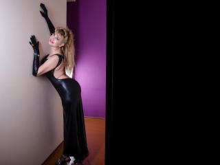 LadyMariahX - online chat x with a shaved genital area Lady over 35