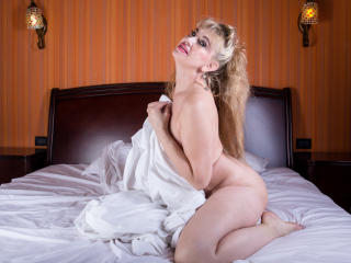 LadyMariahX - Chat cam x with this shaved genital area Mature