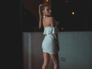 VikiSweetie - Sexy live show with sex cam on XloveCam®