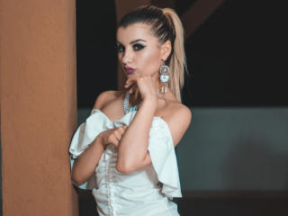 VikiSweetie - Live chat xXx with this shaved genital area Young and sexy lady