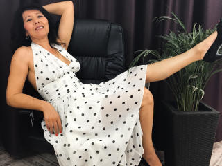 EroticSelena - Webcam live sexy with a shaved sexual organ MILF