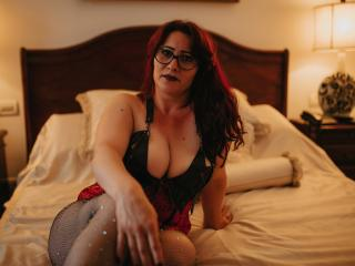 HairySonia - Webcam live hard with this bubbielicious Mature