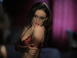 IreneCurtiz - Live sexy with a dark hair Girl