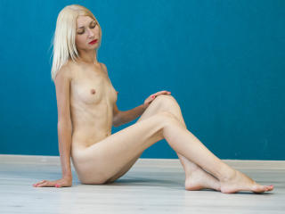 Sexy nude photo of KinkySophie69