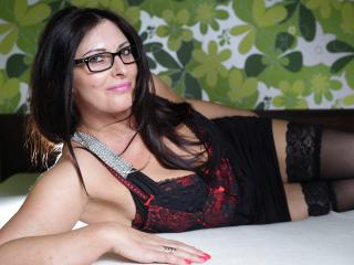 SophieSexy - Cam hard with a Lady over 35 with huge knockers