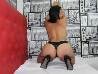 HannaBoobsX - Live cam sex with a toned body Hot babe