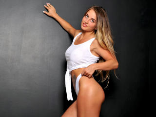 GoldenZoey - Sexy live show with sex cam on XloveCam®