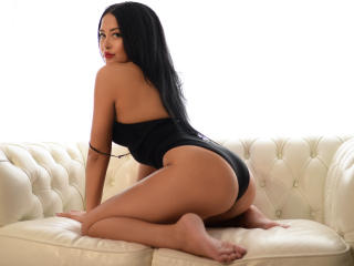 JulyaWish - online show sexy with a brunet Young and sexy lady