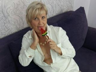 ExperiencedAlana - Live cam nude with this shaved intimate parts MILF