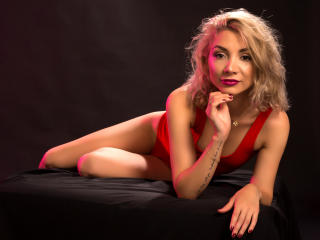 LaraJoy - Live xXx with this European Sexy babes