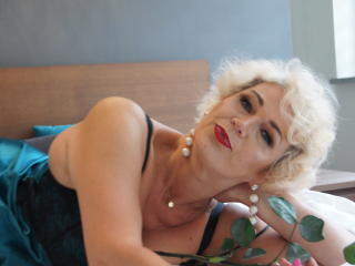 CharmingMiranda - Web cam xXx with a blond Sexy mother