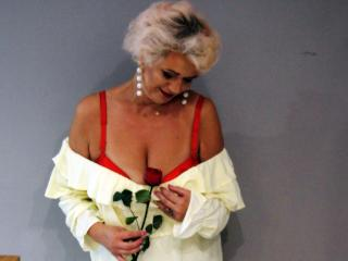 CharmingMiranda - Webcam live xXx with a Lady over 35 with large chested