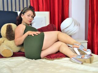 ClarizaHot girl show pussy
