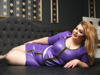BustyFetishKim - Chat live exciting with a chunky Dominatrix