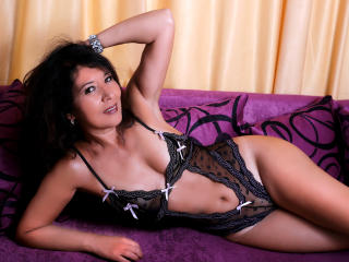 EroticSelena - Chat cam exciting with this European Sexy mother