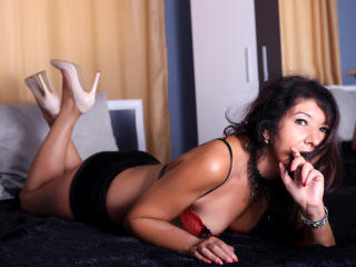 EroticSelena - Video chat exciting with a shaved intimate parts Sexy mother