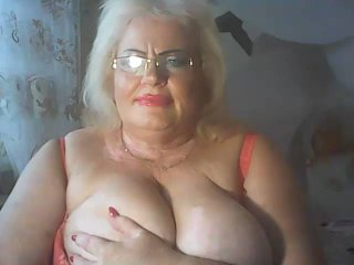 LoriKiss - Chat cam sex with a Sexy mother with enormous melons