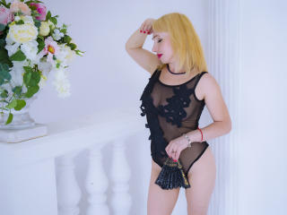 AgataFoxy - Sexy live show with sex cam on XloveCam®