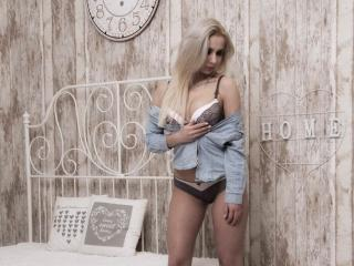 RoseCox - Web cam hard with a shaved genital area Hot chicks