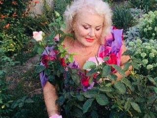 LoriKiss - Cam exciting with this voluptuous woman Mature