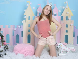 HotSweetBB - Live chat nude with this light-haired Girl