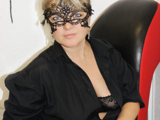Leasee horny girl on cam