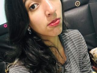 ElenPandora girl fingering on cam