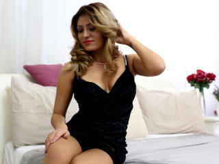 ClaireDaniells - Live chat porn with this muscular physique Young and sexy lady
