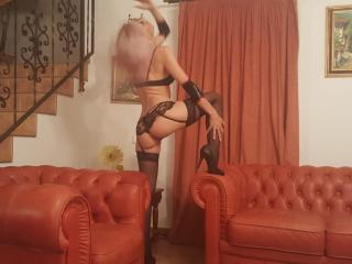 MissLaraHoney - online chat sex with this shaved sexual organ Mistress